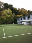 Great Courts with viewing from cafe. Keep warm in winter whilst watching the kids